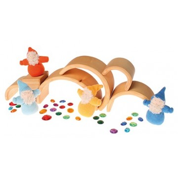 http://www.tangrammontessori.fr/1678-thickbox/tube-de-petites-figurines-monuments-2.jpg