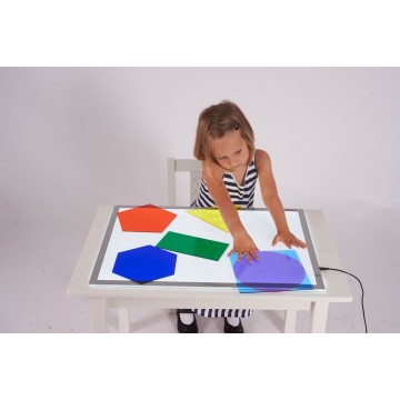http://www.tangrammontessori.fr/2884-thickbox/3-plateaux-de-tri-pour-table-lumineuse.jpg
