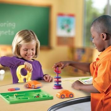 http://www.tangrammontessori.fr/3564-thickbox/remorqueur-green-toys.jpg